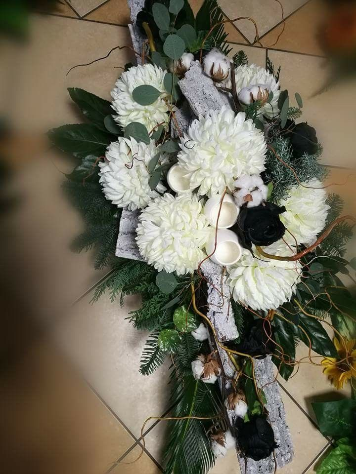 Pin By Anna B On Funeralne Funeral Floral Grave Flowers Funeral Arrangements