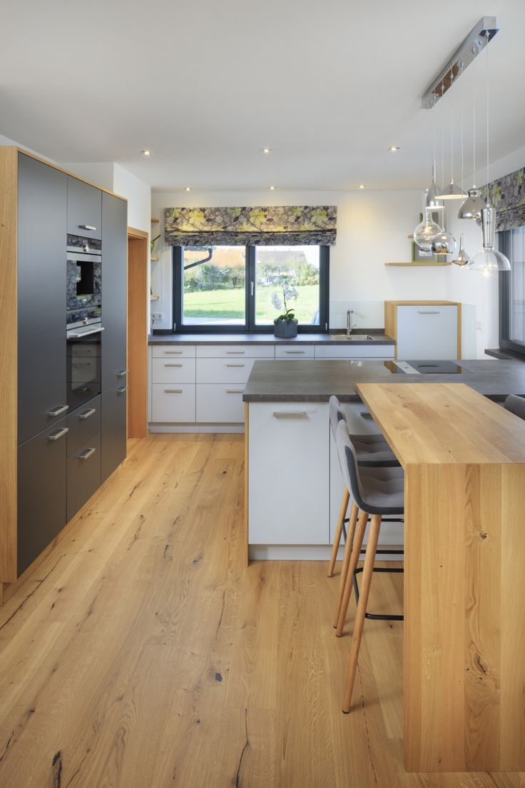 Küche Grau Holz Open Kitchen Modern With Cooking Island Gray White Wood - Ideas Haus Bongart Von Bauf #bongart #cooking #ideas … | Moderne Küche, Fertighäuser, Küche Holzboden