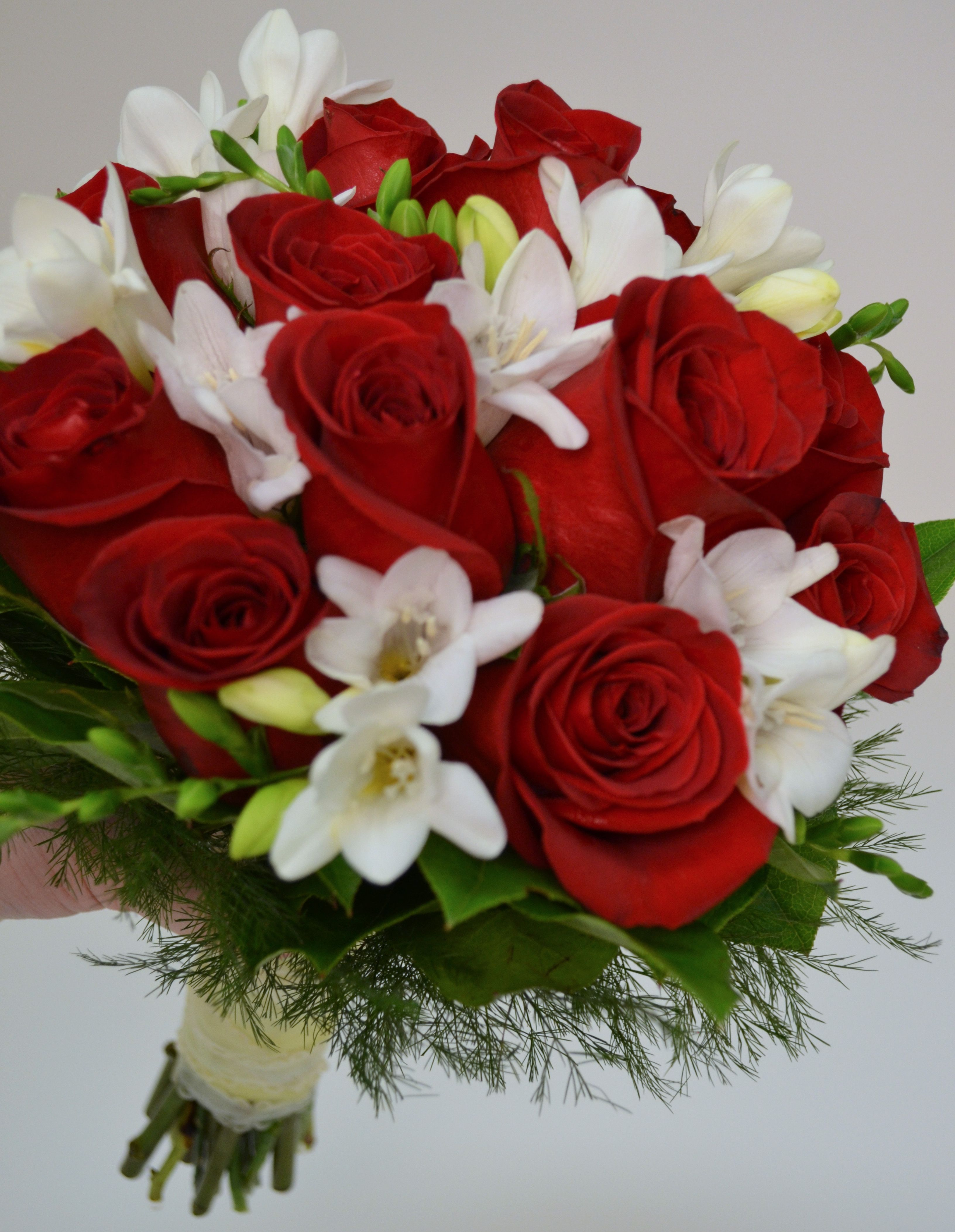 Red And White Wedding Bouquets Ideas