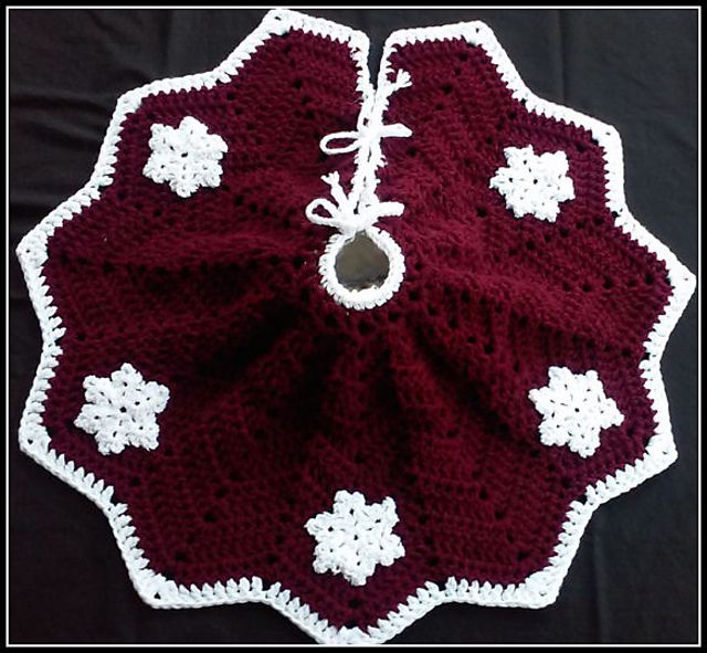 Ravelry: Snowflake Christmas Tree Skirt by Julie Trimpe | Crocheting ...