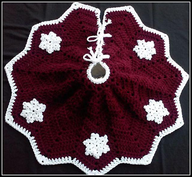 Easy Crochet Christmas Tree Skirt: Snowflake Christmas Tree Skirt Pattern By Julie Trimpe