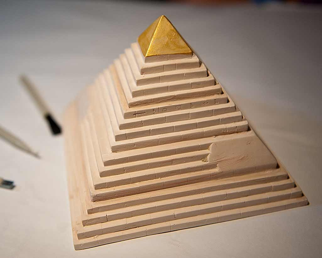 how to cut wood to make a pyramid