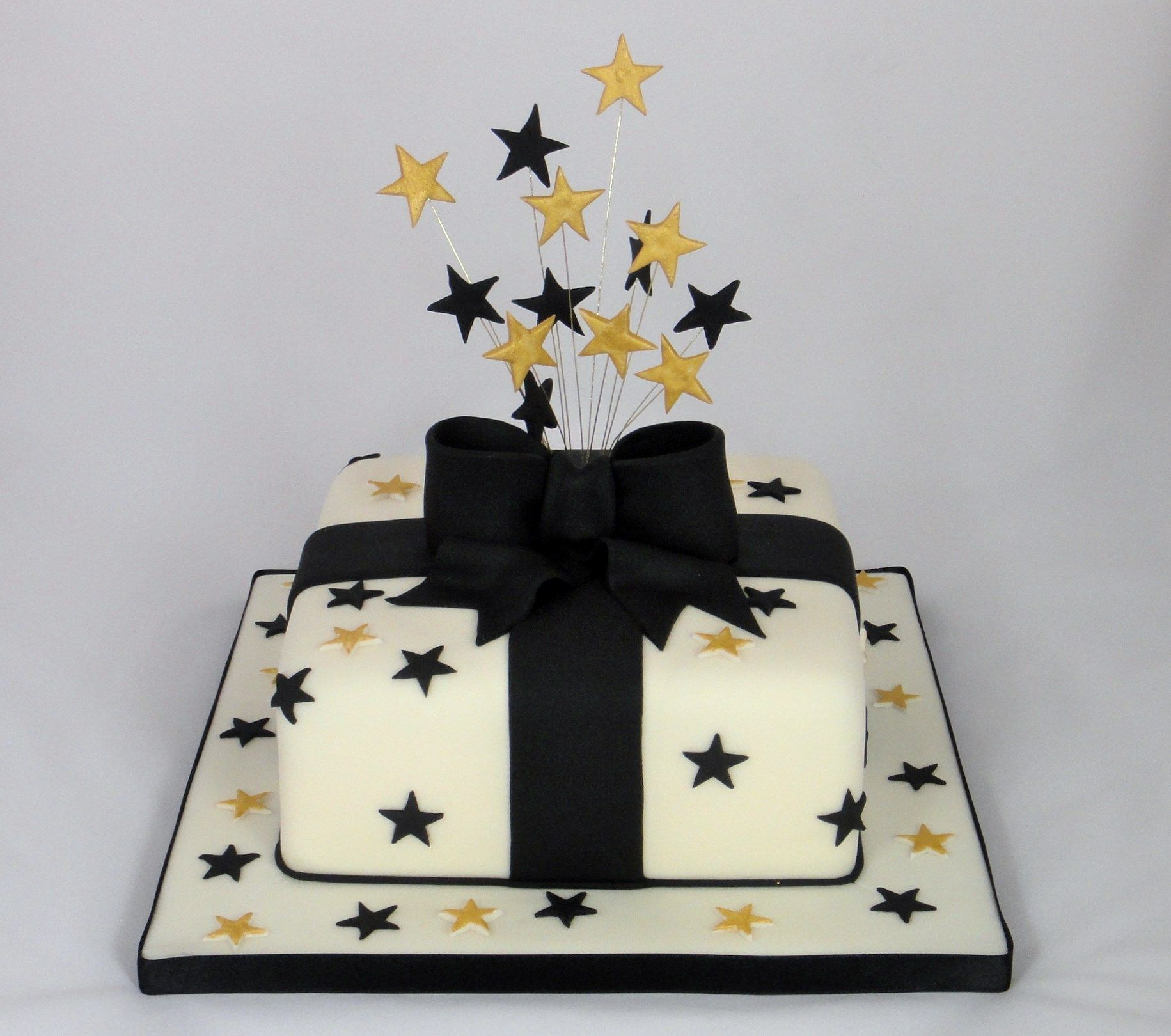 Black Gold Parcel Novelty Cake 07917815712 wwwfancycakesbylinda