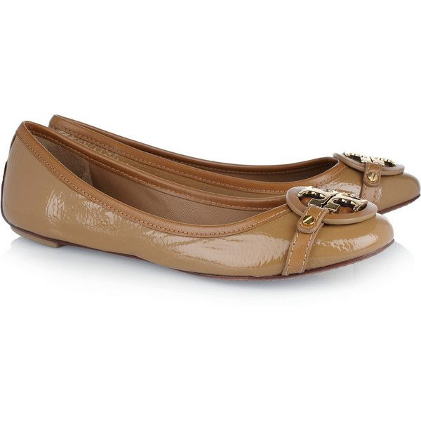 Tory Burch Aaden patent-leather ballet flats ($150) ❤ liked on Polyvore featuring shoes, flats, sapatilha, light brown, slip on shoes, patent leather ballet flats, ballet flat shoes, round toe flats and patent ballet flats