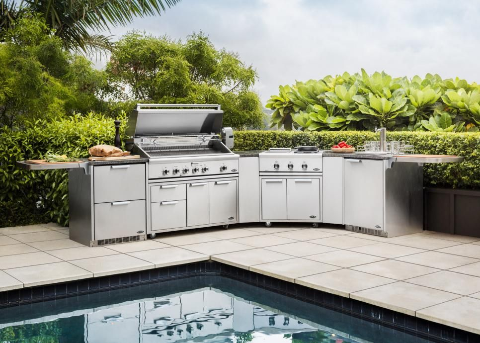 An Outdoor Kitchen For Foodies Has A Sleek Modern Look With Appliances Including A Dcs 48 Inch With Images Outdoor Kitchen Modular Outdoor Kitchens Outdoor Kitchen Design