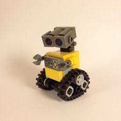 wall-e.  What a cute babyyyyyy Lego!