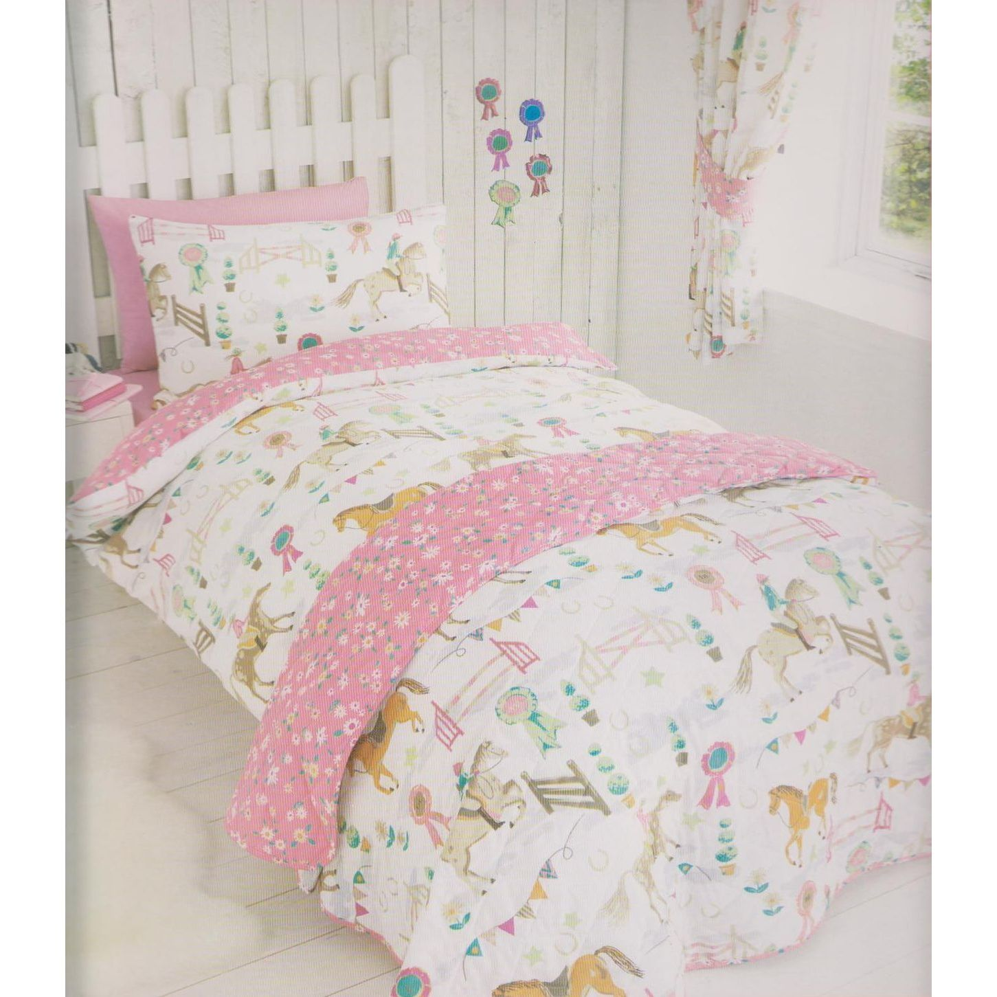 Childrens Bedding Set With Horse Show Design Pink Fl On Reverse Available In Single And Double Sizes One Pillowcase Size