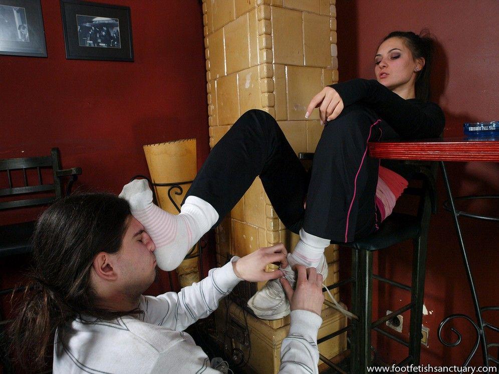 Женское доминирование в белых носочках — 12