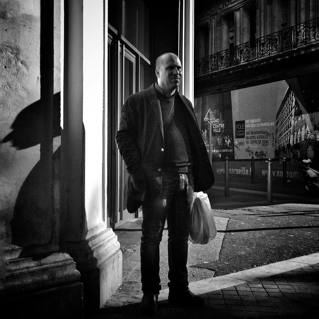 #marseille #biancoenero #blackandwhitephotography #blackandwhite #streetphotography #streetphoto  #bnw #igersbnw #marseillerebelle #massalia #instamarseille #planetemars #laviesurmars #marseillecartepostale #choosemarseille #marseille_focus_on