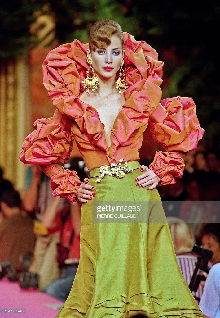 model-christy-turlington-displays-a-bisk-shot-taffeta-bolero-with-a-picture-id156367445 (710×1024)