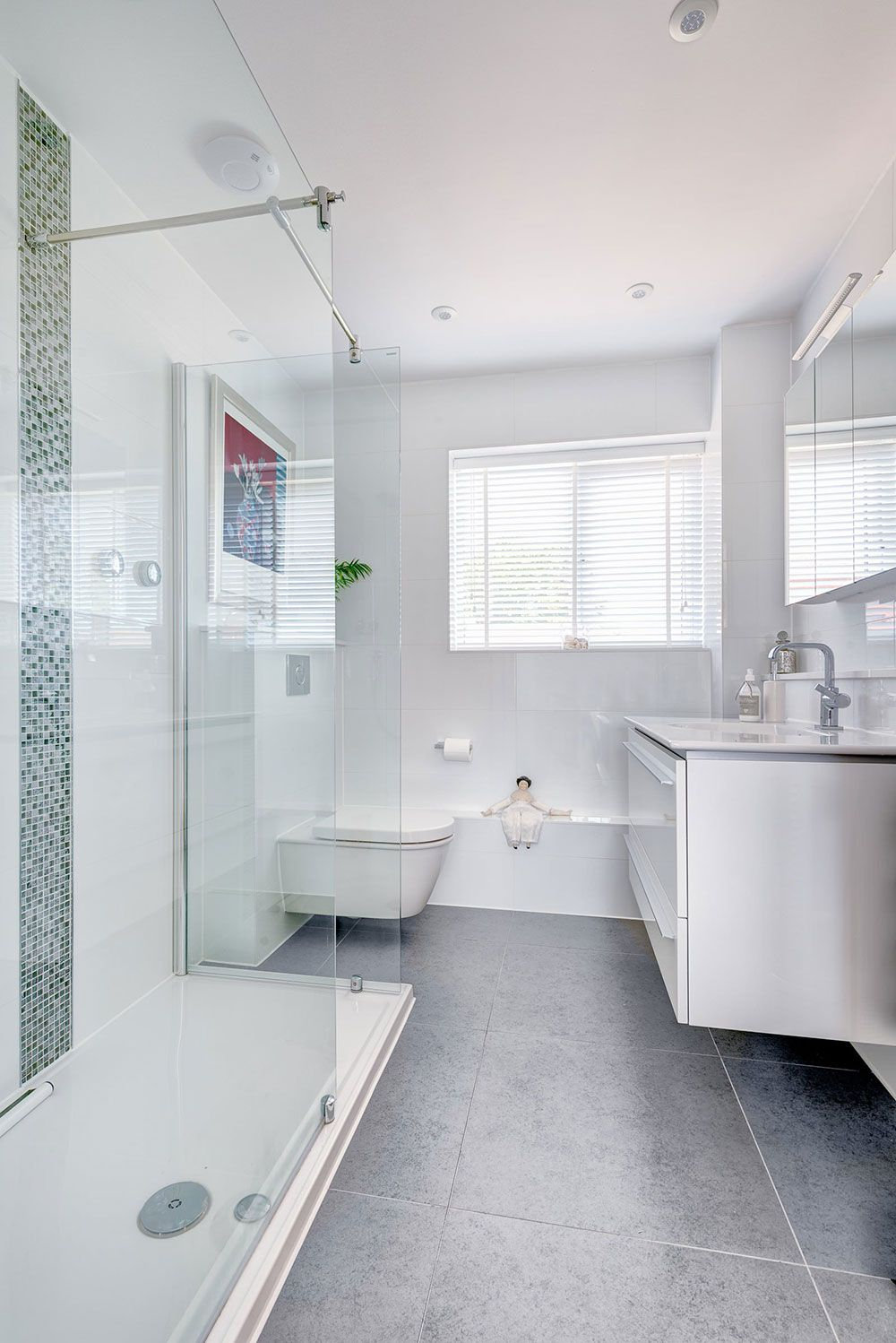 Bathroom:Glass Shower Partitions Ceiling Lamps White Bathroom Sink ...