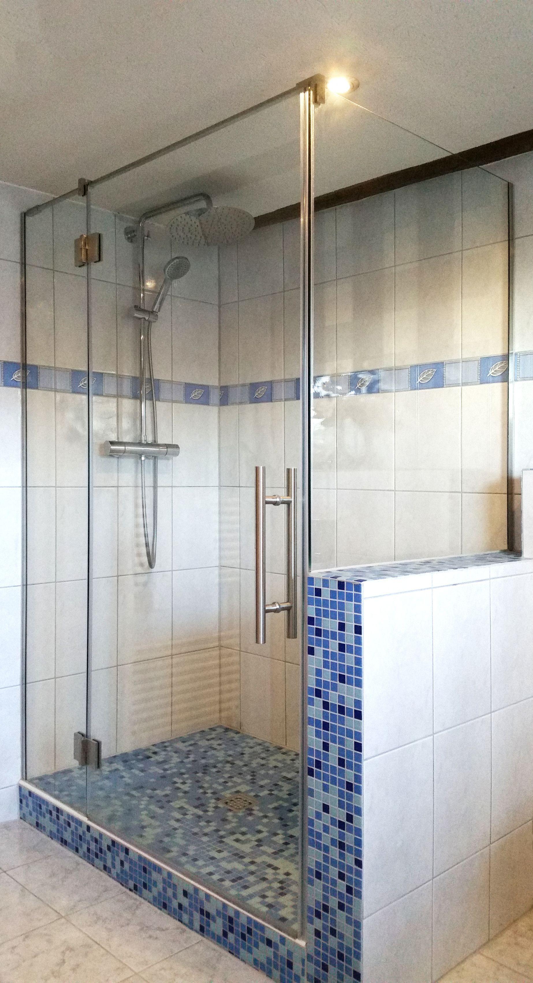 Eckdusche Mit Edelstahlbeschlagen Und Massgefertigtem Seitenteil Als Maueraufsatz Eckduschen Dusche Glasduschen