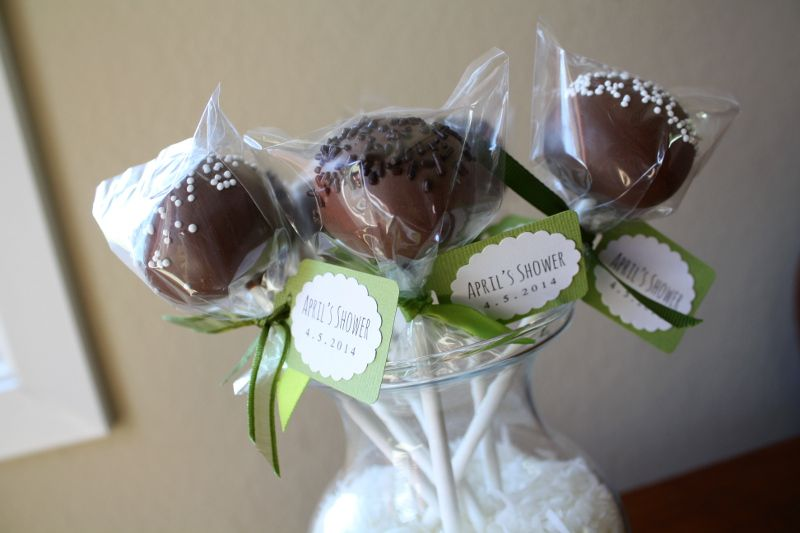 Cake Pops with DIY Mini Tags - click for tutorial! #DIY #dessert