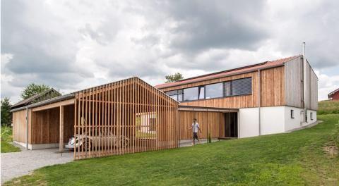 1 Preis Satteldachhaus Mit Naturlichem Raumklima Architektur Haus