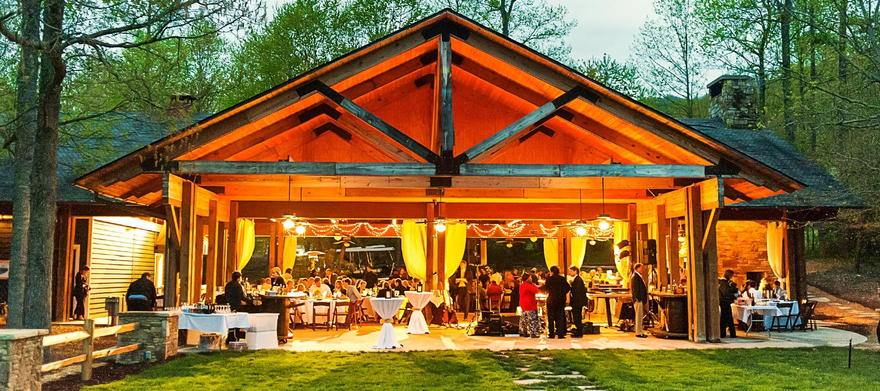 Outdoor Wedding Venues: Brasstown-Valley-Outdoor-Wedding-Venue-Georgia-Sunset