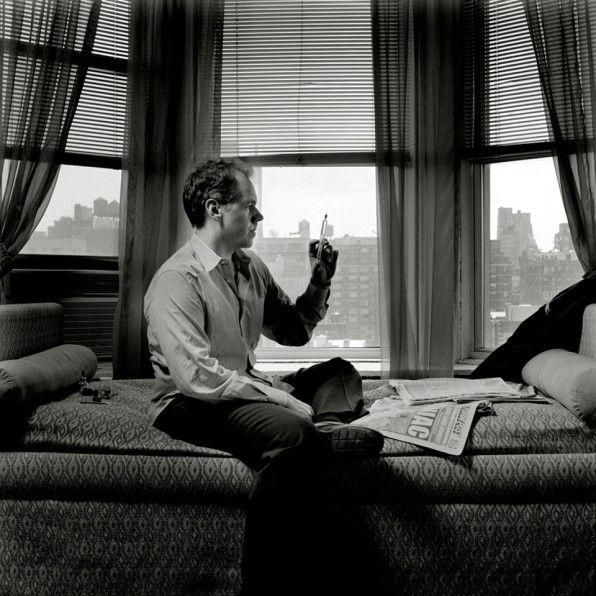 """Bret Easton Ellis, US-amerikanischer Autor (""""American Psycho"""", """"Einfach unwiderstehlich"""" u.a.). DIe Aufnahme zeigt den Autor im New Yorker Chelsea Hotel im Jahr 2005. Fotograf: Olaf Heine"""