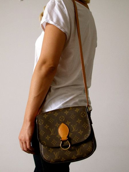 098d4c763bd7 Louis Vuitton Saint Cloud Monogram Canvas Messenger Cross Body Shoulder Bag-  Great addition to the wardrobe