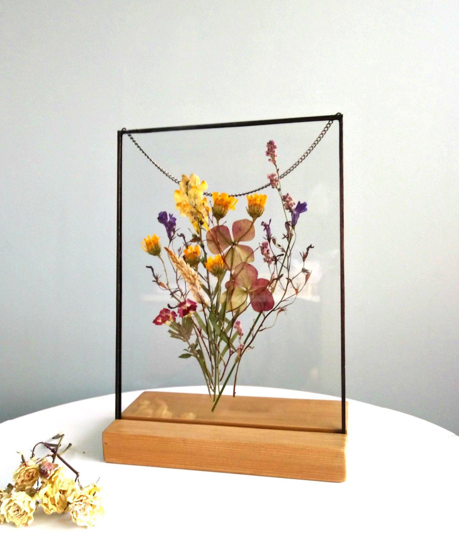 Gerahmter Strauß Gepresste Blumen gerahmt Getrocknete grüne Eukalyptusblätter Rosa Blüten Weiße Gypsophila Schwimmender Rahmen Dekor aus gepressten Blumen