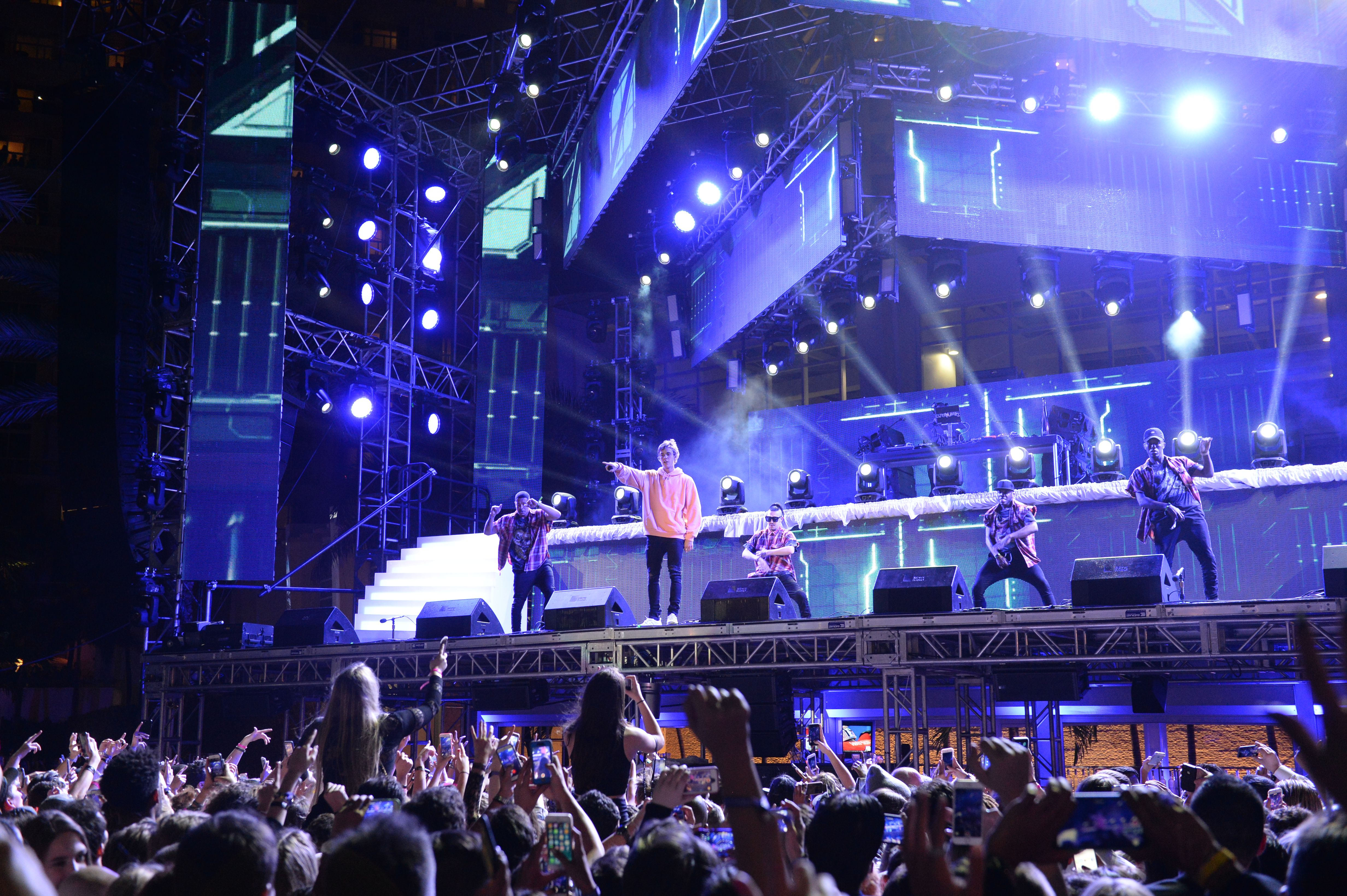Justin Bieber performing on New Year's Eve at