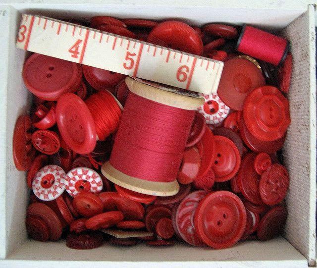 En nog meer rode knoopjes, zoals eerder gezegd... je kunt er nooit genoeg van hebben!
