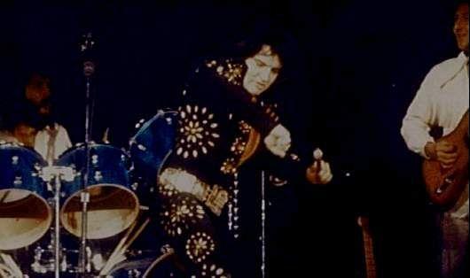Elvis on stage in Boston november 10 1971