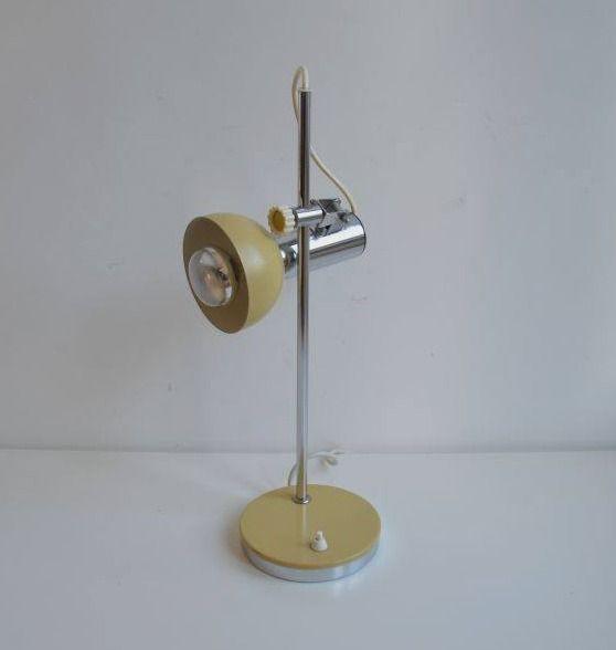 Bureaulamp in mooie staat; heel wendbaar en in verschillende standen/hoogte te plaatsen. Prijs is 48 euro, te koop bij Viva Las Vintage
