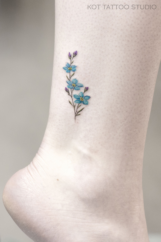 тату на ноге бывают разными и большими и маленькими главное