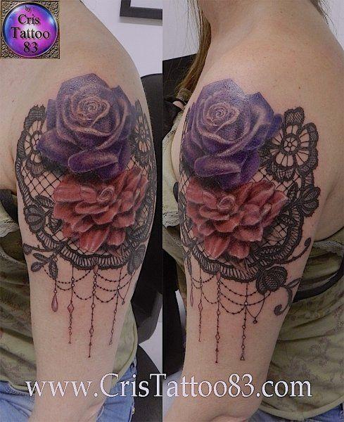 tatouage dentelle noire et fleurs epaule get inked pinterest lace tattoo lace tattoo. Black Bedroom Furniture Sets. Home Design Ideas