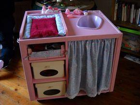 sous le sapin nous avons mis une table langer la p 39 tite fris e b b playhouse. Black Bedroom Furniture Sets. Home Design Ideas