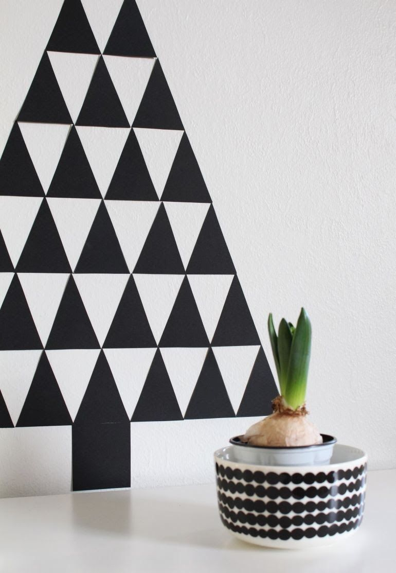 nurin kurin: DIY: Mustavalkoinen kuusi koriste seinälle