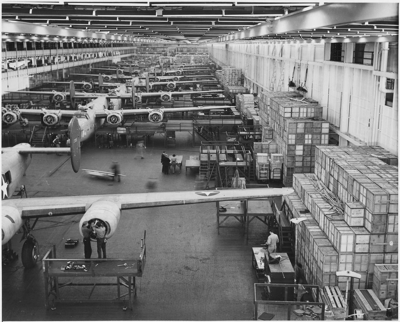 1943 Ford's Willow Run plant in Michigan, where B24E