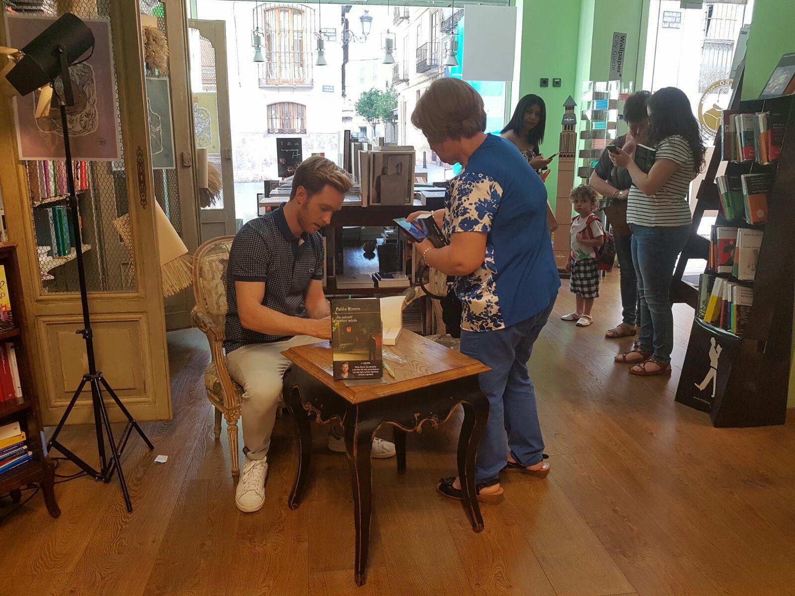 ¡GRACIAS Marian! Presentación y firma de ejemplares en la librería LEO (Valencia, 13 de junio 2017)
