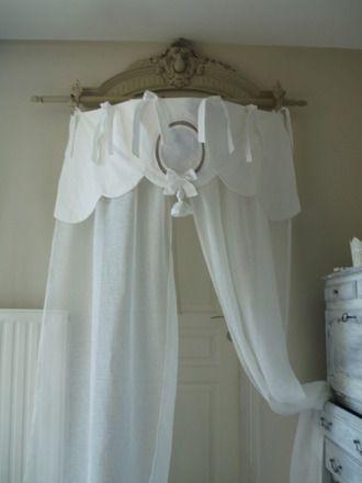 magnifique rideau feston pour ciel de lit fixation. Black Bedroom Furniture Sets. Home Design Ideas