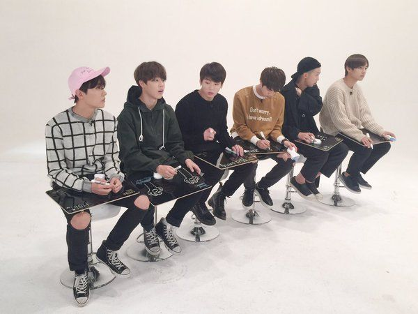[V앱] 방탄가~요 게릴라 특별 편성! 아미들이 직접 뽑아준 'BTS 노래 BEST 5'가 오늘 밤 10시부터 시작됩니다  #예상못한순위; #그런데순위가공감되는; #신기한결과;;