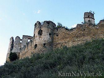Zrúcanina hradu Zborov (alebo tiež Makovica) leží na kopci neďaleko obce Zborov, asi 5 km severne od Bardejova. Z rozsiahleho stredovekého hradu sa dodnes zachovali iba múry, niektoré len v základoch.