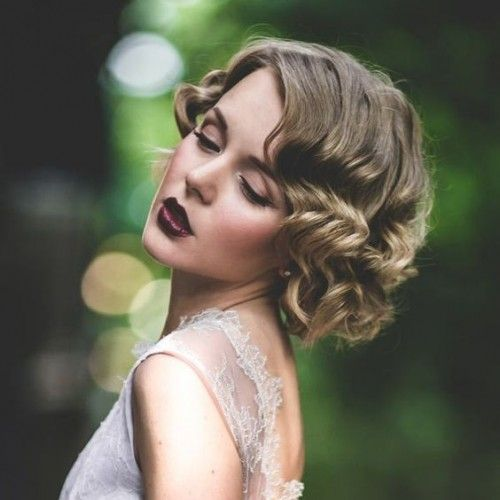 26 Short Wedding Hairstyles And Ways To Accessorize Them Short Wedding Hair Medium Hair Styles Wavy Wedding Hair
