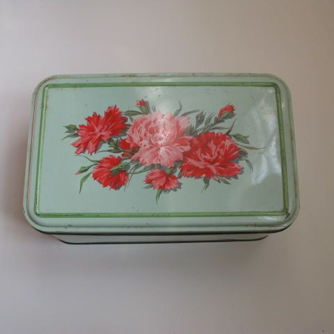 Large carnation print tin by Chateauchicdirect on Etsy, €20.00