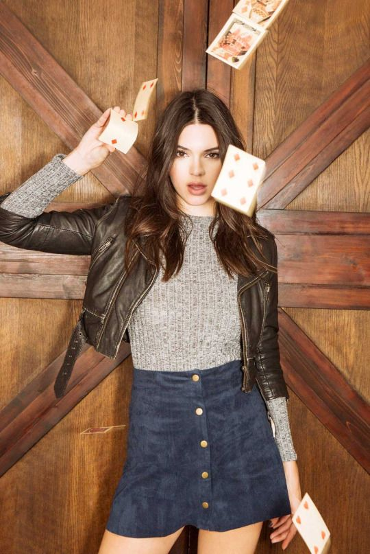 27a950ca994 KENDALL AND KYLIE   Photo
