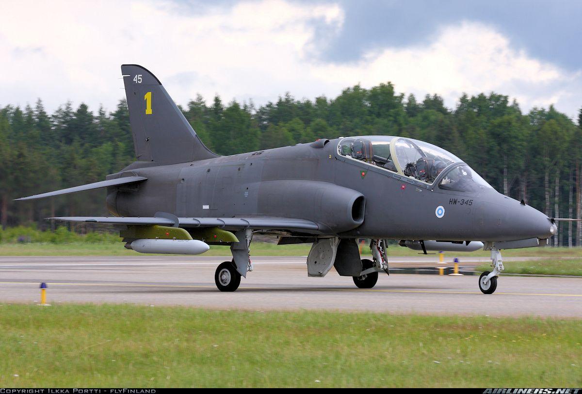 Aviones Caza     BAE Hawk   Tipo Avión de entrenamiento militar Fabricantes  Hawker Siddeley (1974-1977) British Aerospace (1977-1999) /  BAE Systems Primer vuelo 21 de agosto de 1974 Generación  3º Introducido 1976 Estado En servicio Usuarios principales   Royal Air Force   Real Fuerza Aérea Australiana  Fuerzas Canadienses  Fuerza Aérea Finlandesa