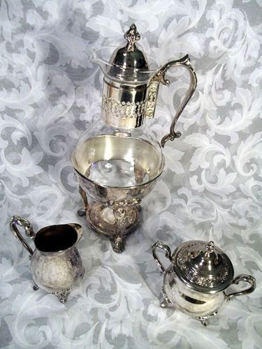 $89.99 VTG SHERIDAN SILVERPLATE CARAFE & WARMER + MW ROGERS SUGAR BOWL & CREAMER SET