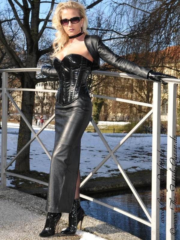 Crazy Outfits, Satin, Hobble Skirt, Leather Gloves, Leather Skirt, Fetish  Fashion