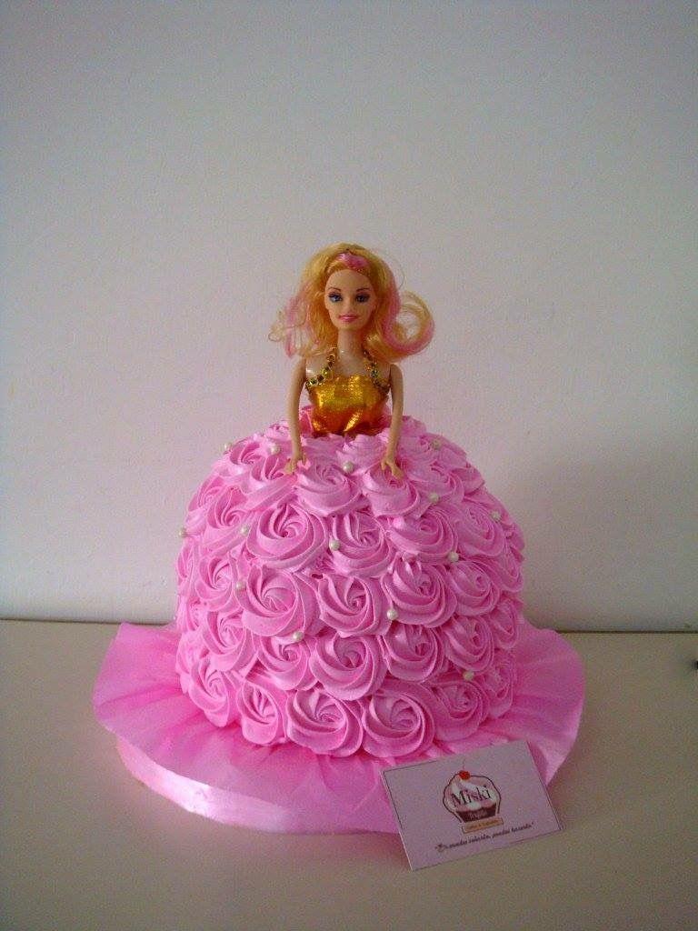 Bonita #torta de vestido de #barbie para celebrar el cumpleaños de ...