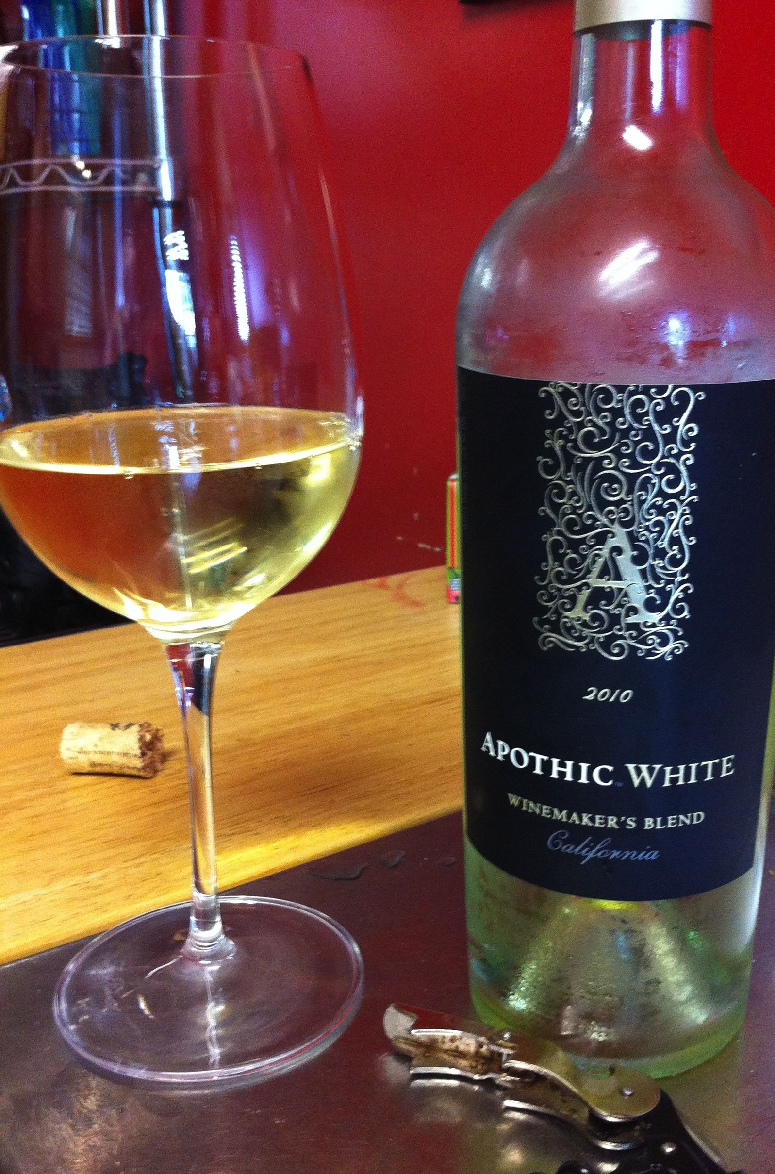 Delicious White Blend Great Alternative To Menage E Trois Not As Fruity A Little More Oaky Good Balance Of Dry Sweet Wine Bottle Winemaking Alcoholic Drinks