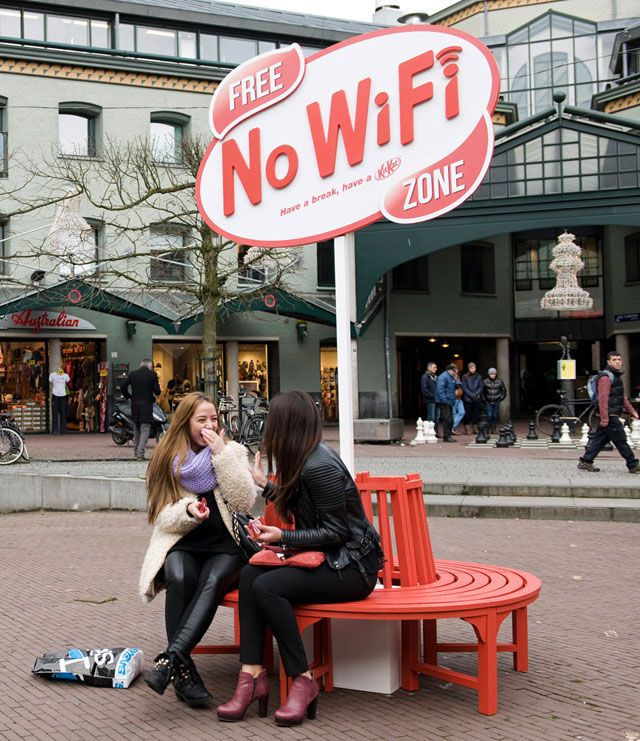 Kit Kat No Wi Fi Zone Blocks All Wireless Signals Within A Radius Of 5 Meters Have A Break Guerilla Marketing Guerrilla Advertising Outdoor Advertising