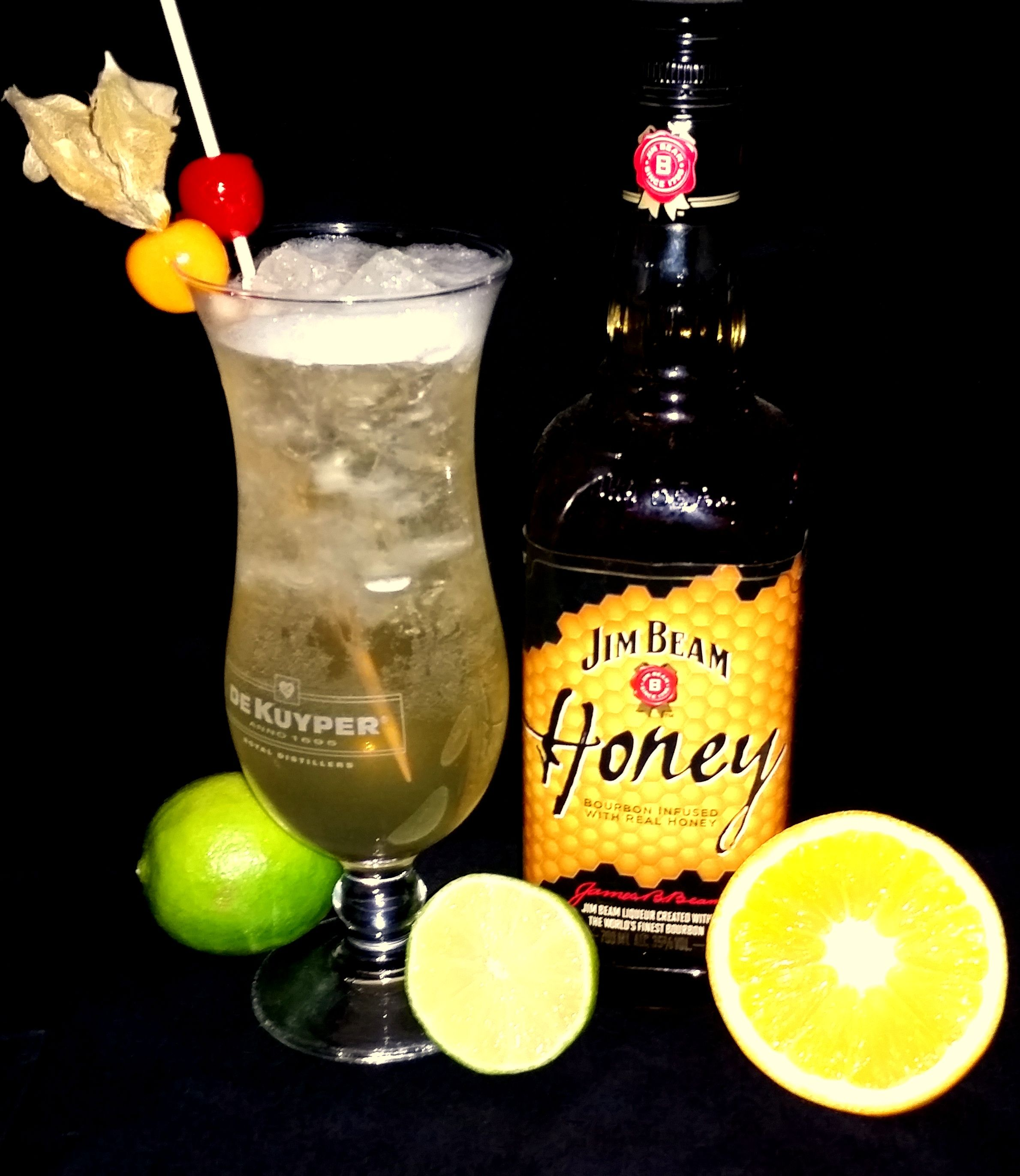 The Beam Honey Buck 4cl Jim Beam Honey 2cl Lime Juice 10cl Apple Juice 4cl Ginger Ale Honey Bourbon Drinks Honey Drink Honey Cocktail
