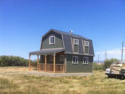 This Two Story Barn Cabin Is A Beauty Plenty Of Room For Kitchen And Living E Downstairs With Bathrooms Bedrooms Above