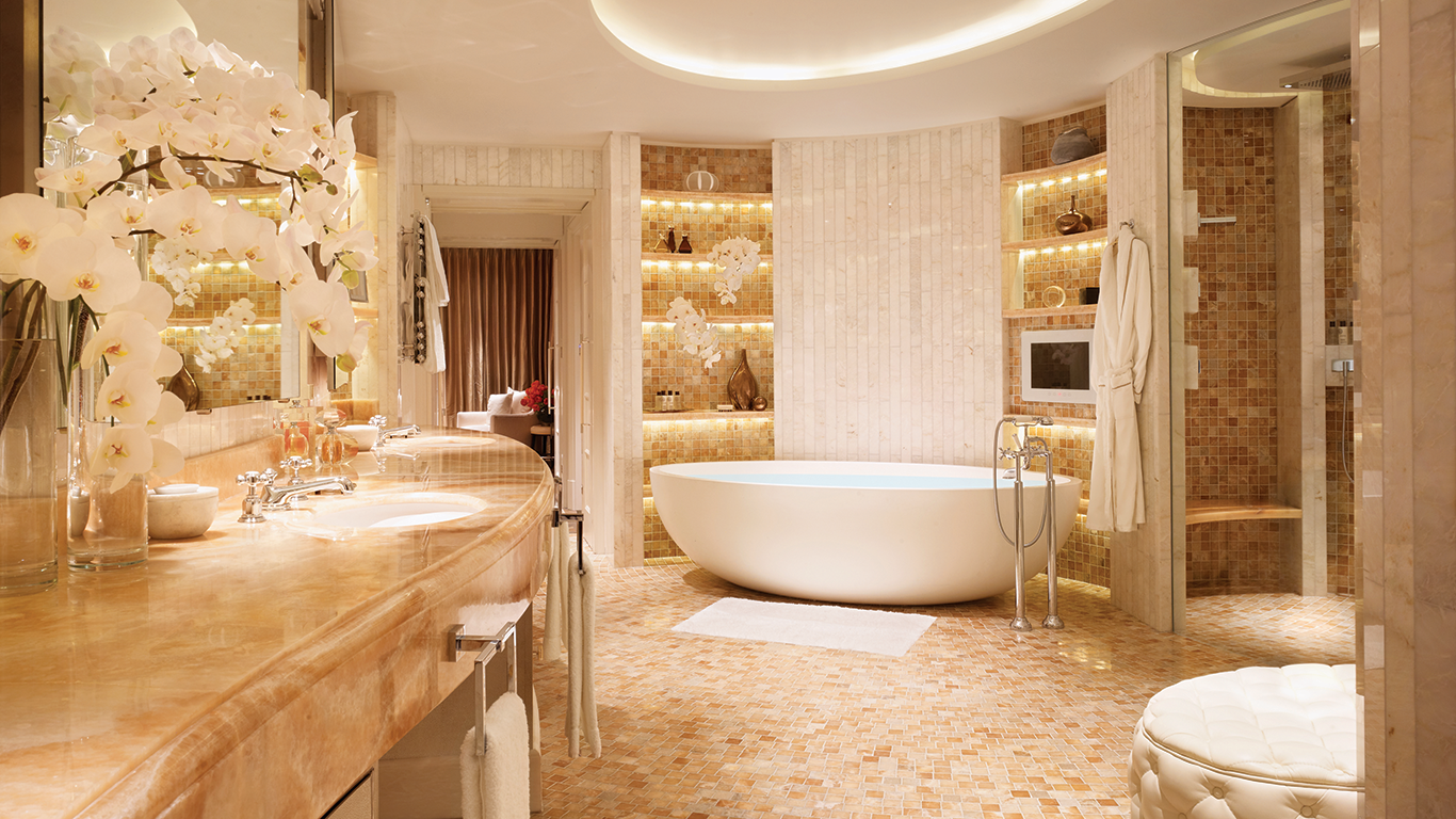 The top 5 best luxury suites in london penthouses bathroom designs and lobbies - Bathroom design london ...