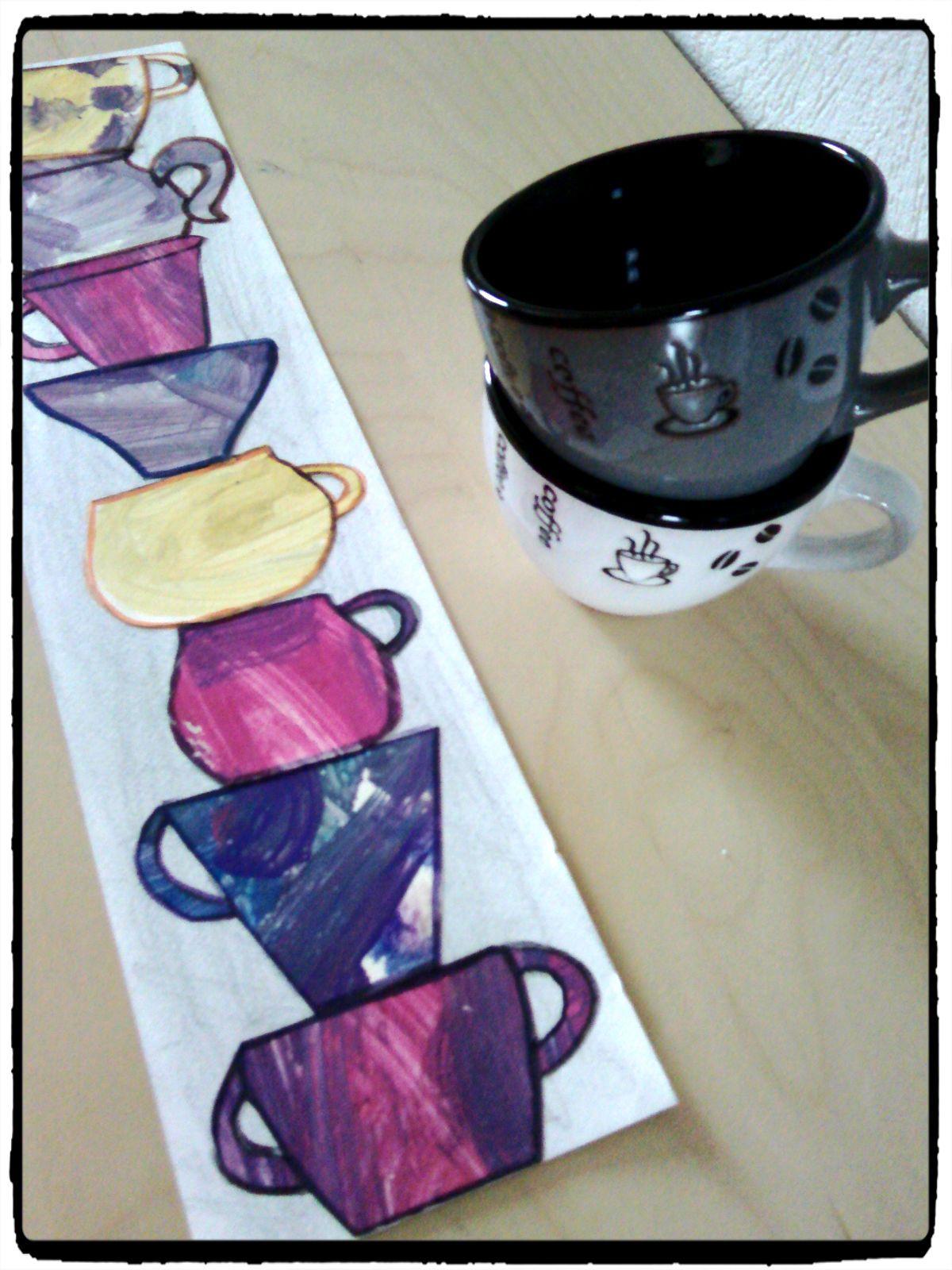 Une pile de tasses -