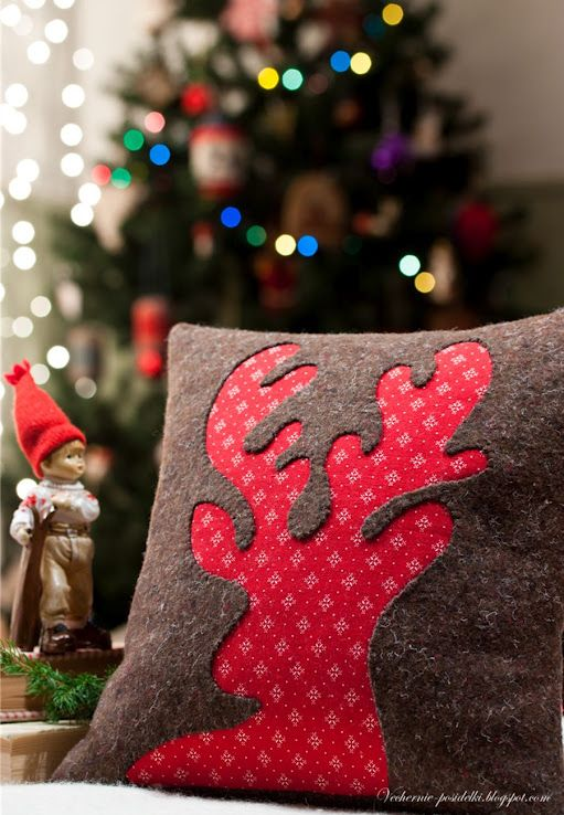 Reindeer pillow-would be easy to do with felt or fleece also