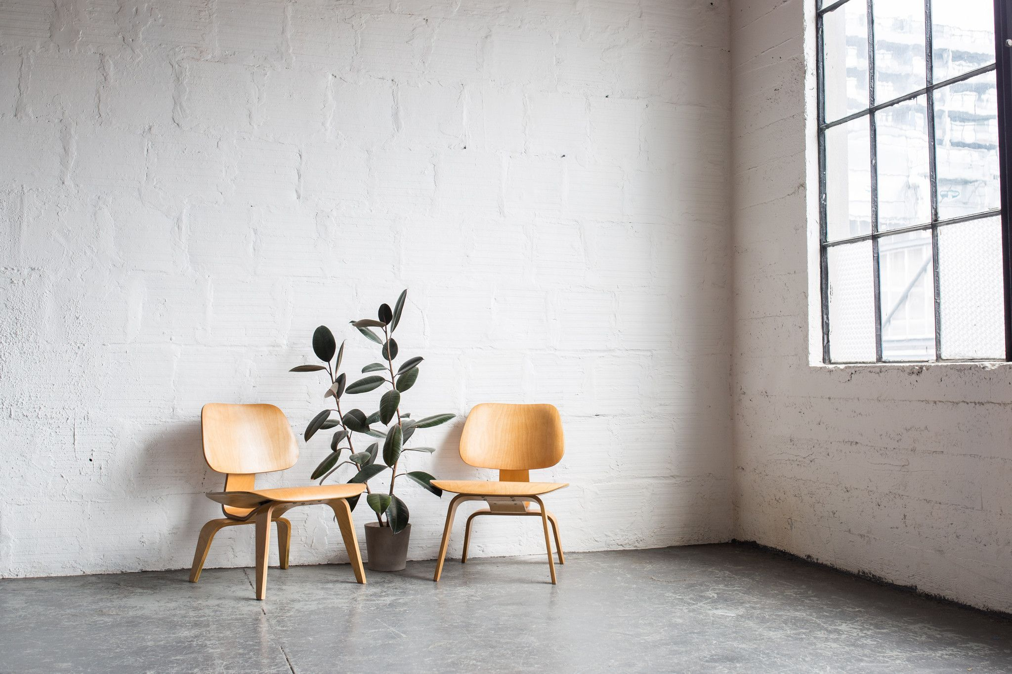 Design Charles and Ray Eames, 1946 Plywood Made in United